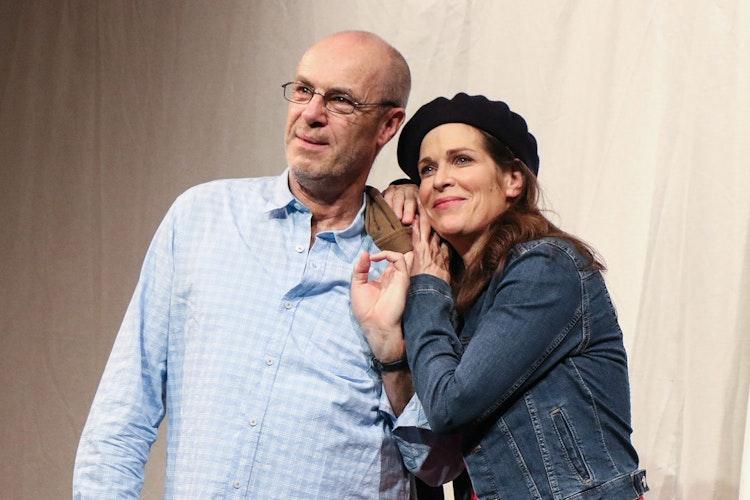 Federleicht und mit feinem Humor:Peter Kremer und Ursula Buschhorn erzählen in Nathalie küsst von einer unverhofften zweiten Liebe. Foto:Marina Maisel