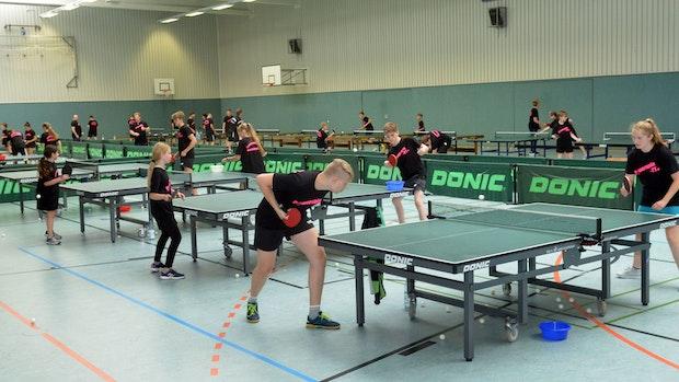 41 Tischtennis-Fans trainieren beim Sommercamp