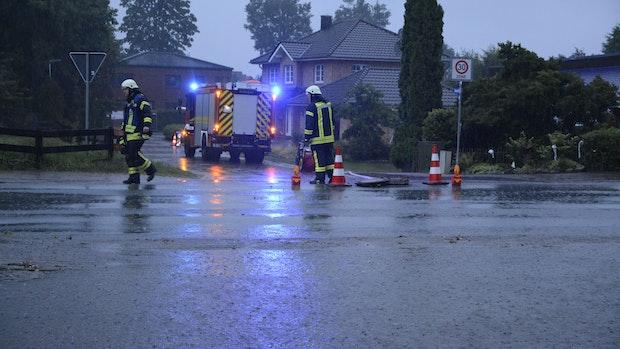 Starkregen in Bakum: Feuerwehr muss Keller auspumpen