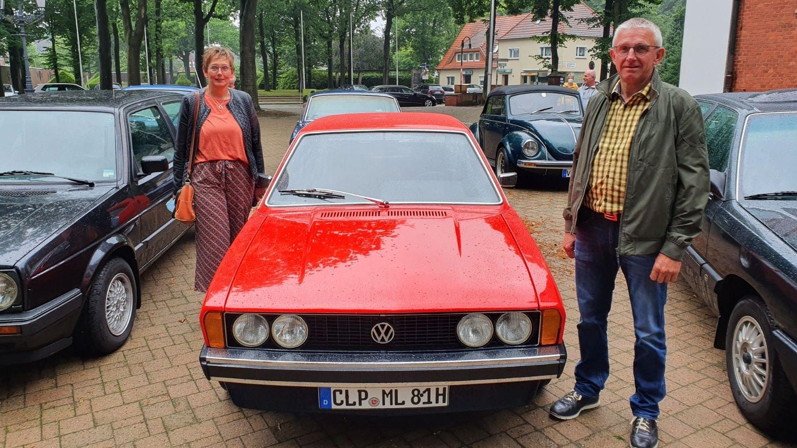 Rotes Liebhaberstück: Das Ehepaar Markus und Marion Lampe fährt gerne mit ihrem Scirocco. Foto: Kessens
