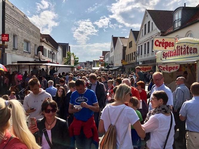 Blick zurück auf den Frühjahrsmarkt 2019: Eine belebte Innenstadt wünschen sich die Händler an der Großen Straße auch für das Vereinswochenende. Foto: Moin Vechta