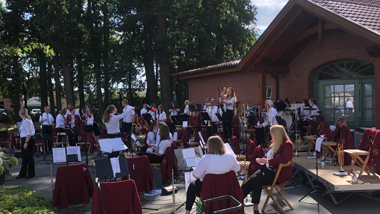 """Freuen sich auf das Konzert: die Musiker des Musikvereins Visbek und des Jugendorchesters """"Nordallianz"""". Archivfoto: privat"""