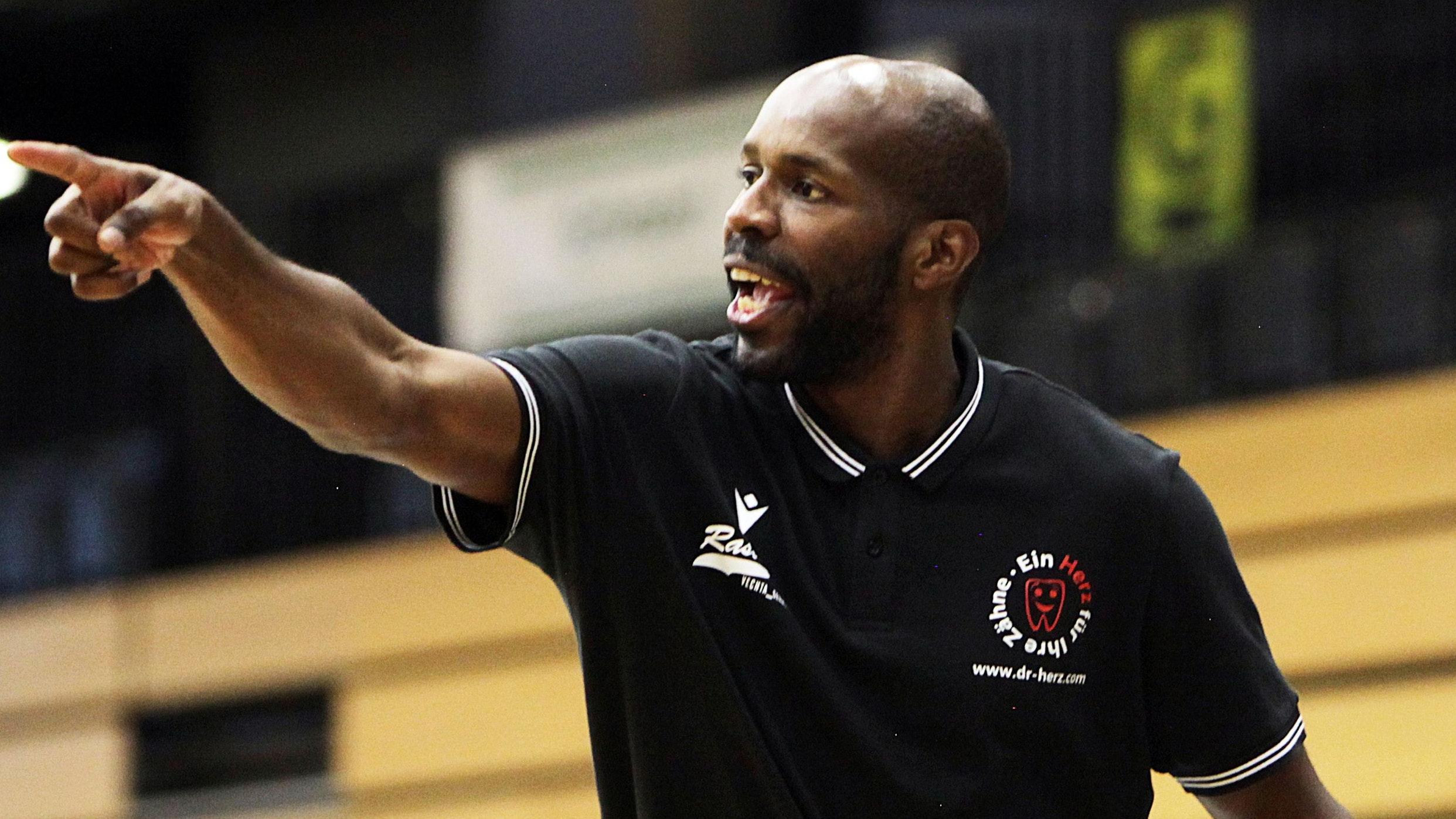 Nicht zufrieden: Rasta-Coach Derrick Allen. Foto: Schikora