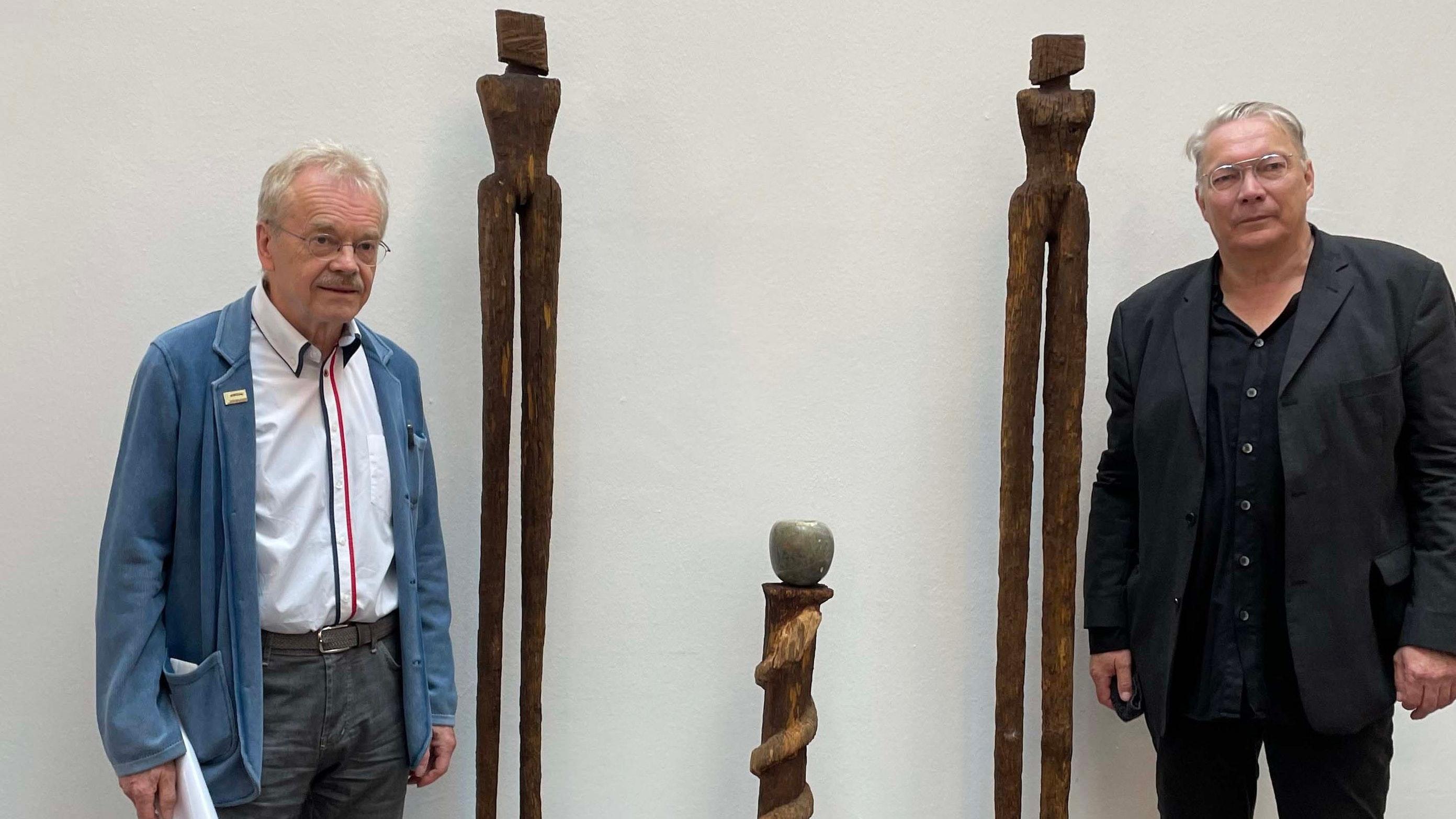 Könner ihres Fachs: Wolfgang Friemerding (links) hielt die Rede bei der Vernissage der Ausstellung Matthias Stövers. Foto: Bertelt
