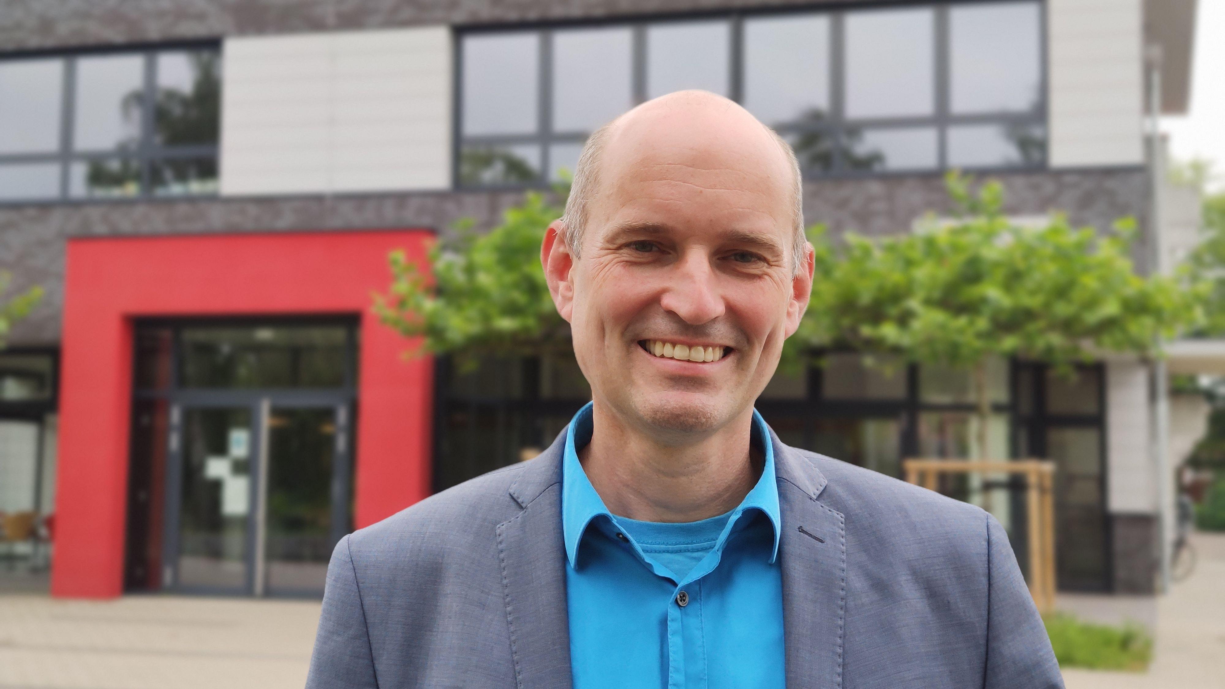 Neuer Hausherr an der Oberschule: Stefan Fiebig ist seit diesem Schuljahr Rektor in Dinklage. Foto: Röttgers