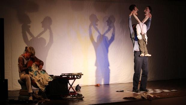 Das Spiel des Figurentheaters Cipolla beeindruckt das Dinklager Publikum