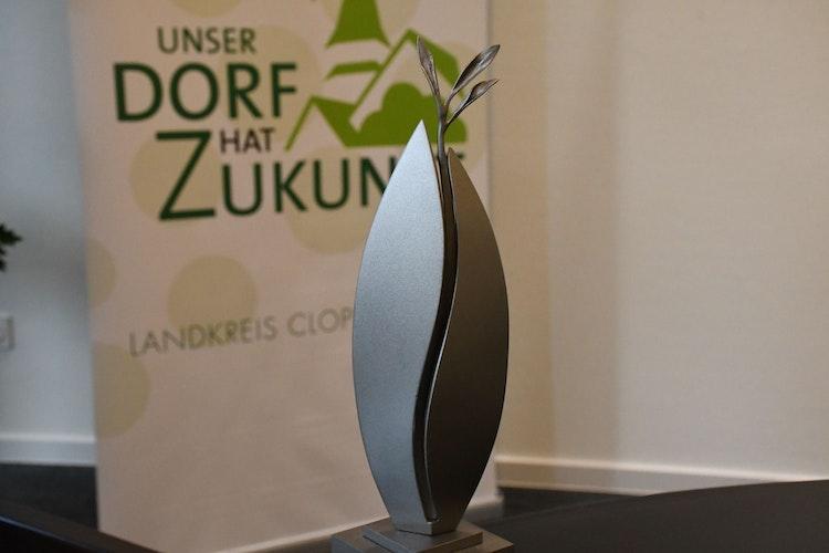 Kunst für den Sieger: Die Stele von Schmied Alfred Bullermann ist im Original mannshoch. Am Freitag wird sie in Gehlenberg enthüllt. Foto: Kreke