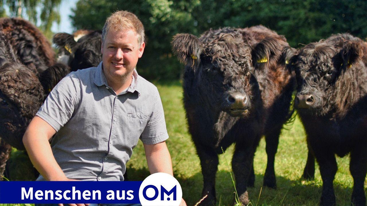 Verliebt in Rinder mit lockigem Fell: Von seinem ersten Gesellenlohn kaufte Johannes Hugo-Westendorf damals den ersten Zuchtbullen. Foto: Wegmann