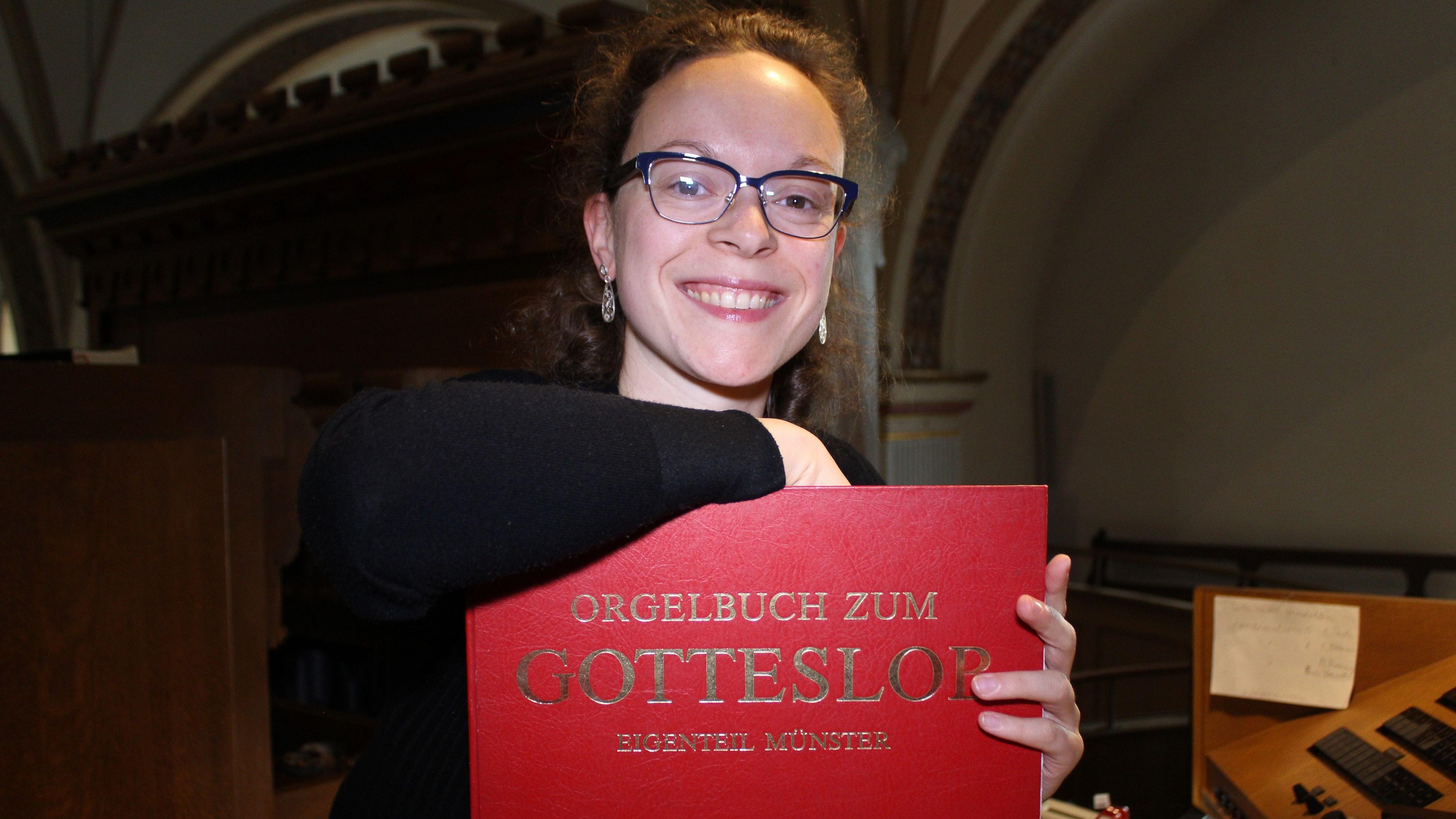 """""""Alles meinem Gott zu ehren"""" ist eines von Barbara Thalhammers Lieblingsstücken aus dem Gotteslob. Foto: Heinzel"""