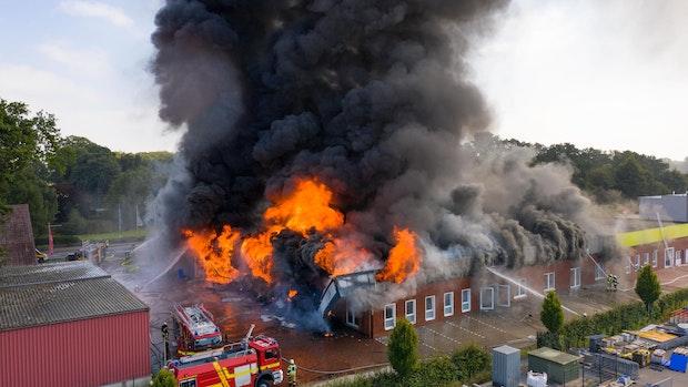 200 Feuerwehrleute bekämpfen Großbrand in Vechta