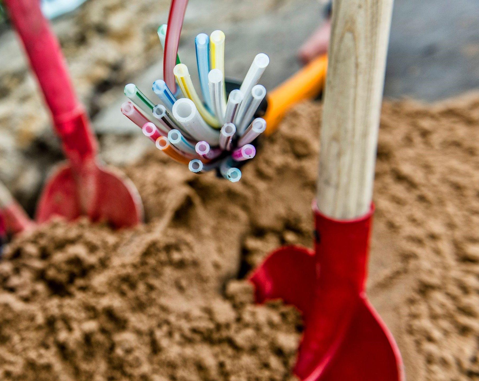 Speedpipes: In Leerrohren werden die Glasfasern ins Haus gebracht.