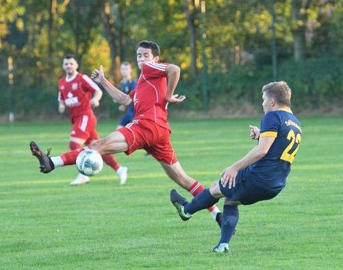 Obenauf: Der SV Thüle (Mitte Jan-Ole Rahenbrock) durfte über drei Punkte jubeln. Foto: Wulfers