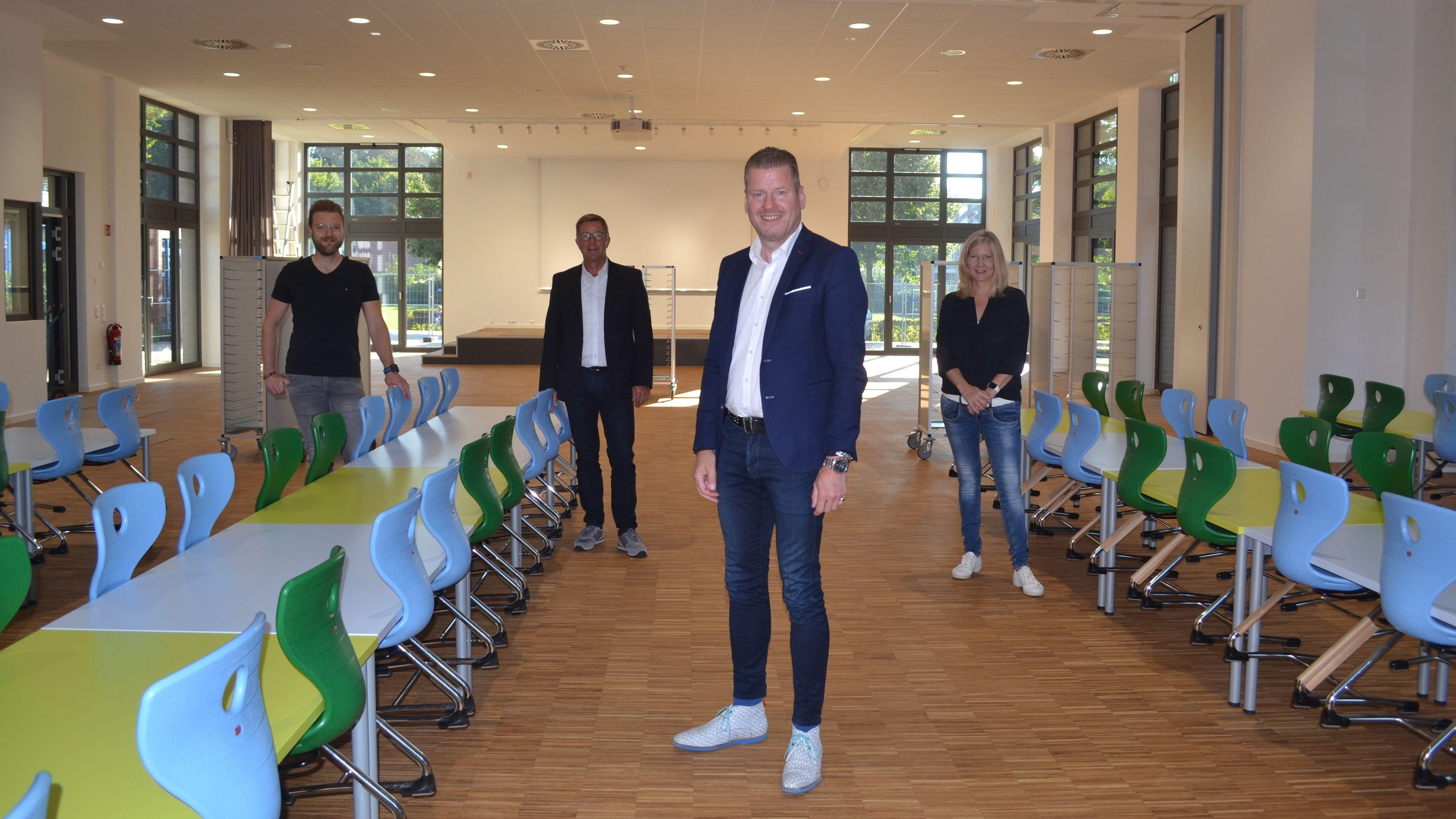 Stellten den Neubau vor: Franz-Josef Rump (von links), Reiner kl. Holthaus, Michael Fischer und Suse Bertzbach. Foto: Schrimper