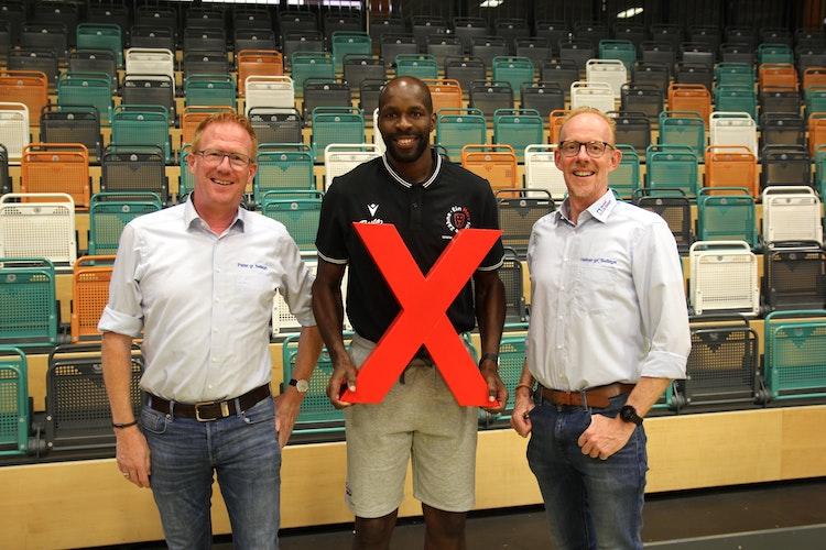 Freuen sich auf das Tippspiel: Rasta-Coach Derrick Allen (Mitte) mit Peter (links) und Heiner gr. Beilage. Foto: Bente