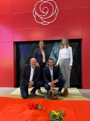 Familienunternehmen: (von links) Wolfgang, Gisela, Arndt und Nicola Nietfeld vor dem neuen Ofen im Pferdekrematorium.