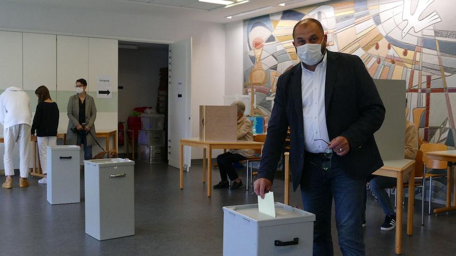 Sven Stratmann im Wahllokal. Foto: Stix
