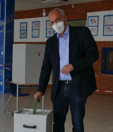 Bernd Wichmann im Wahllokal. Foto: Stix