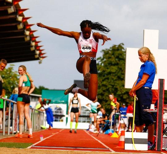 Überraschungsgold: Nadia Wema vom TVC siegte im Weitsprung der U-18-Konkurrenz. Foto: Harald Prepens
