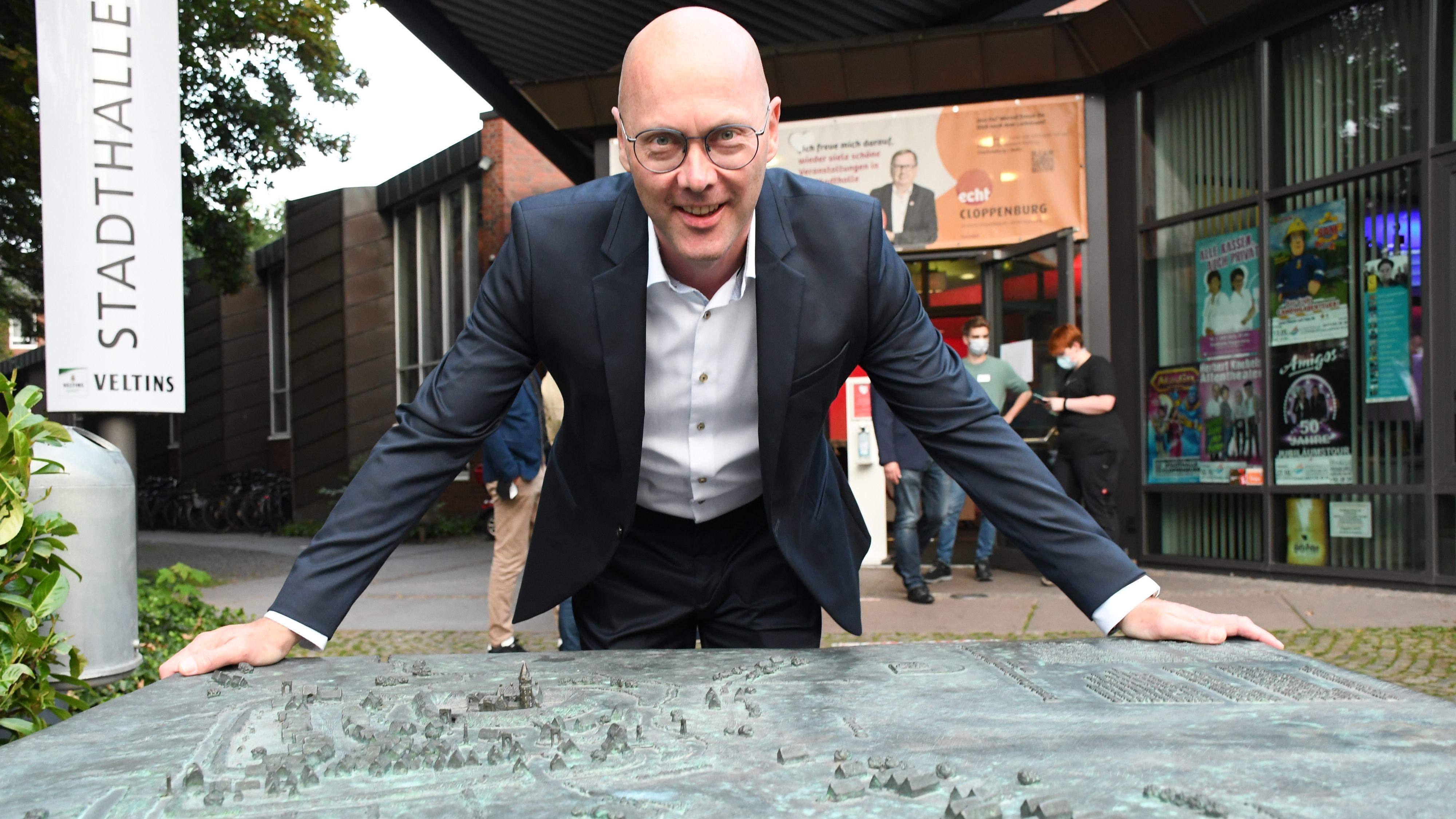 Musste nicht so lange auf die Verkündung seines Sieges warten: Bürgermeisterkandidat Neidhard Varnhorn. Foto: Hermes