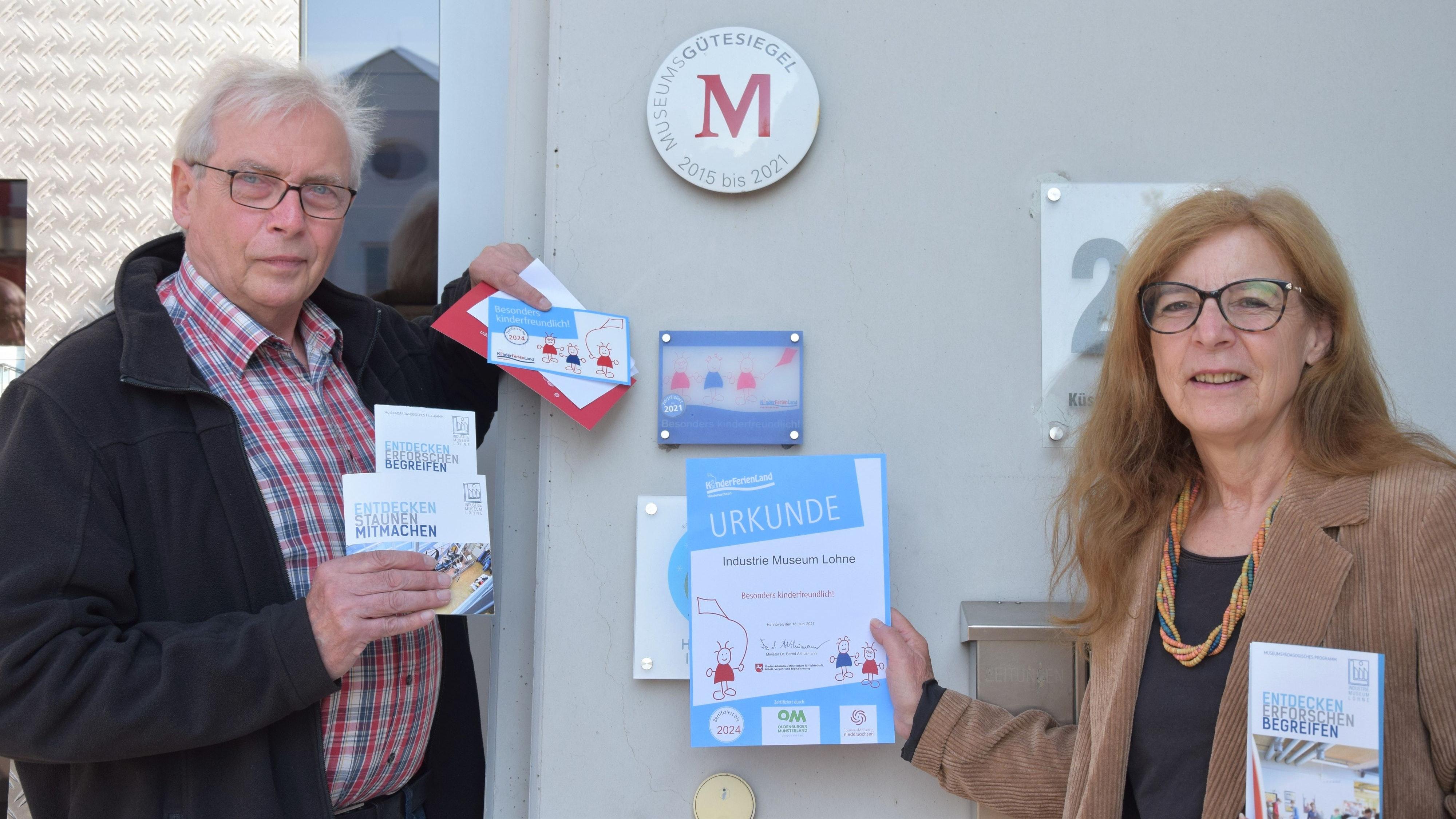 Freuen sich über die Zertifizierung: Vorsitzender des Trägervereins, Benno Dräger, und Museumsleiterin Ulrike Hagemeier. Foto: Hahn