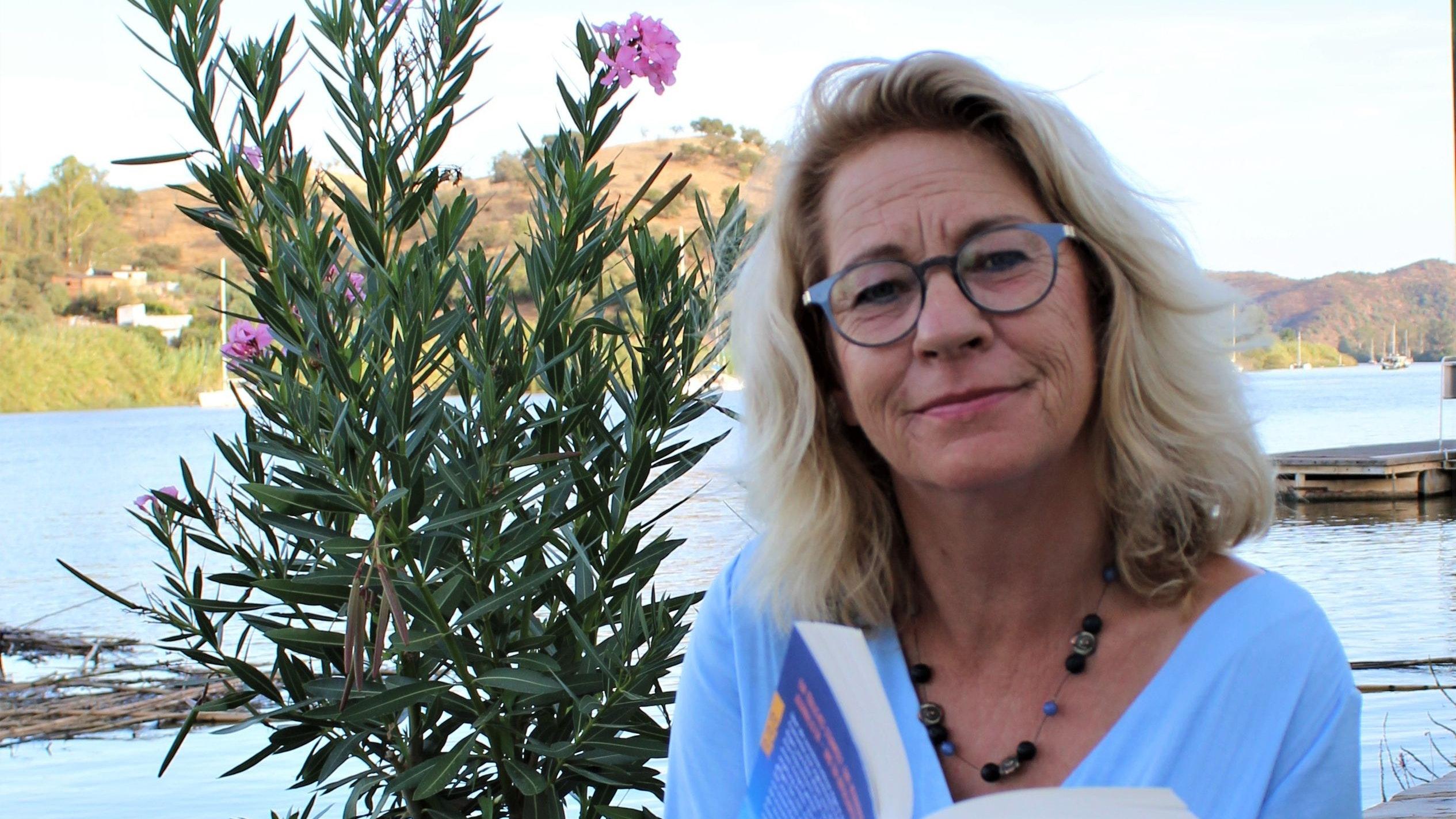 Algarve mit neuem Algarve-Krimi – und der Autorin Carolina Conrad/Bettina Haskamp. Foto: Haskamp