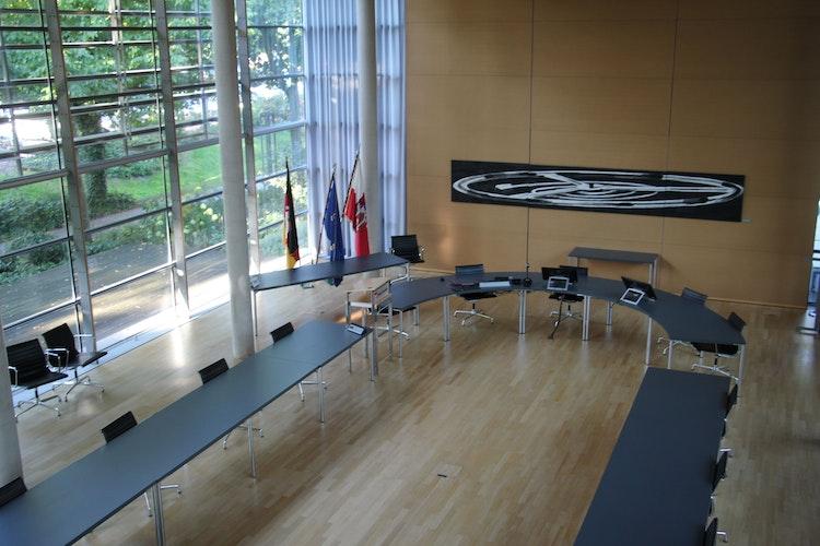 Blick in den Ratssaal: Hier wird der Stadtrat am 1. November die Weichen für die neue Wahlperiode stellen. Foto: Speckmann
