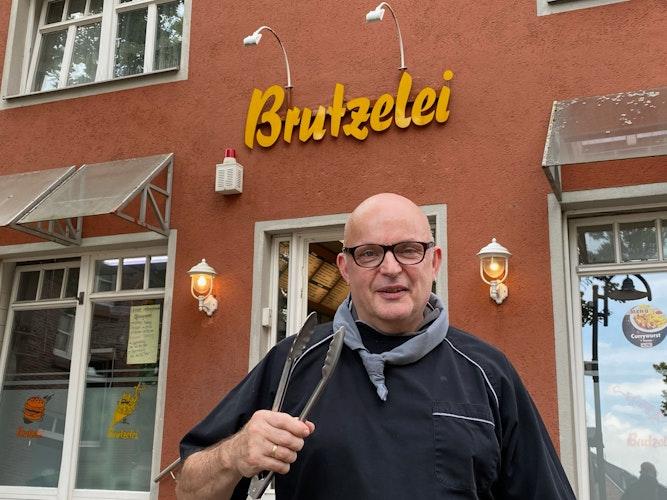 Ulf-Peter Helmstedt würde sich wünschen, dass jemand, wie er einst, die Brutzelei weiterführt.