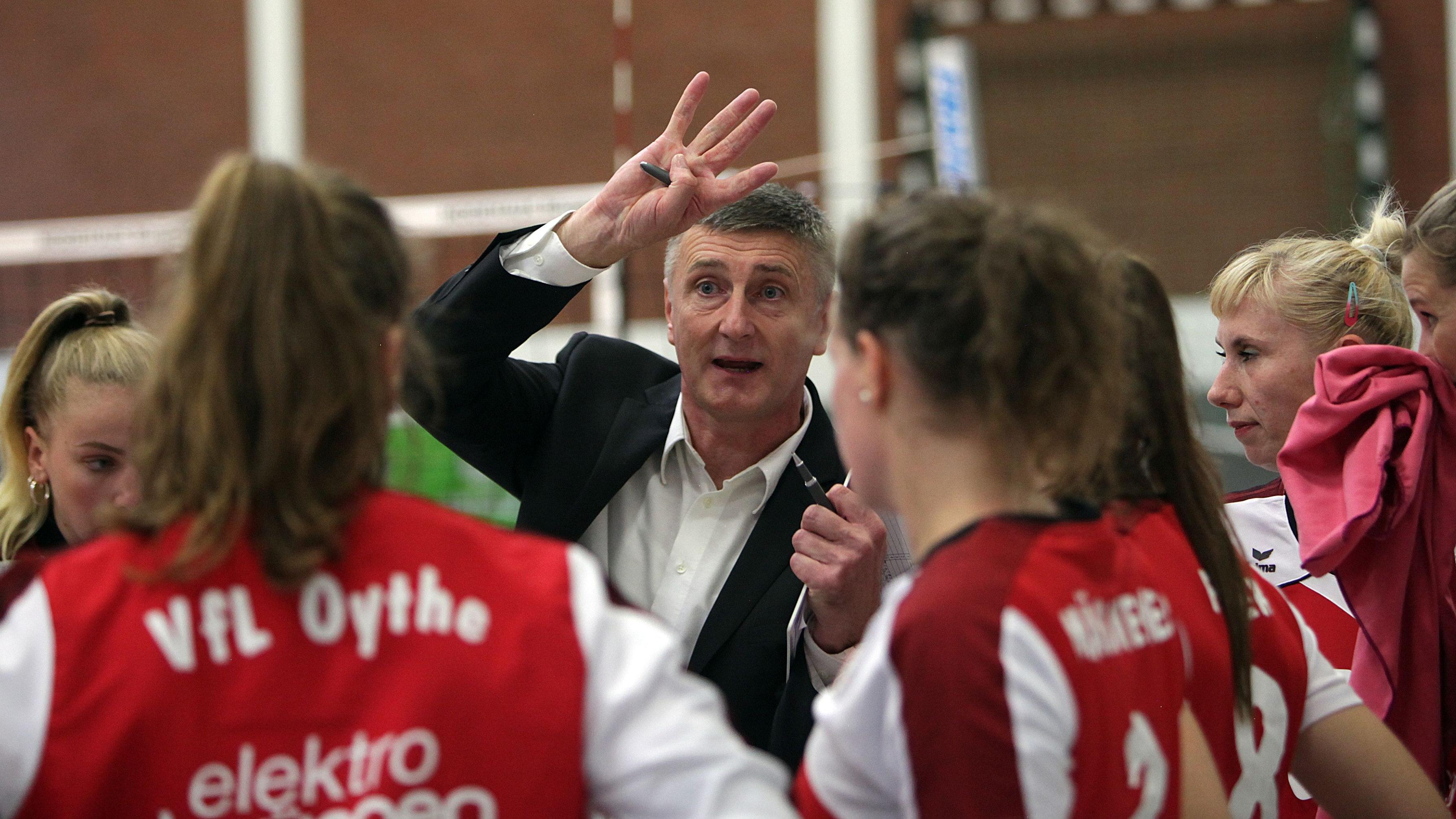 War auf das Unparteiischen-Gespann nicht gut zu sprechen: VfL-Coach Zoran Nikolic, hier im Spiel gegen Berlin. Foto: Schikora