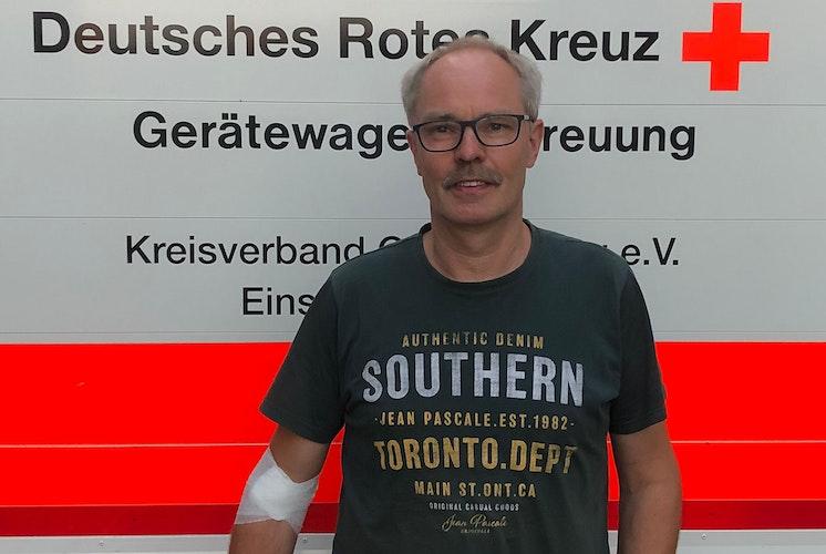 Kleines Jubiläum: Franz-Josef Frye nach seiner 50. Blutspende. Foto: Niehaus