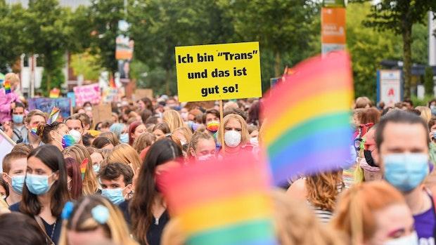 Rund 6500 Demonstranten beim Christopher Street Day in Oldenburg