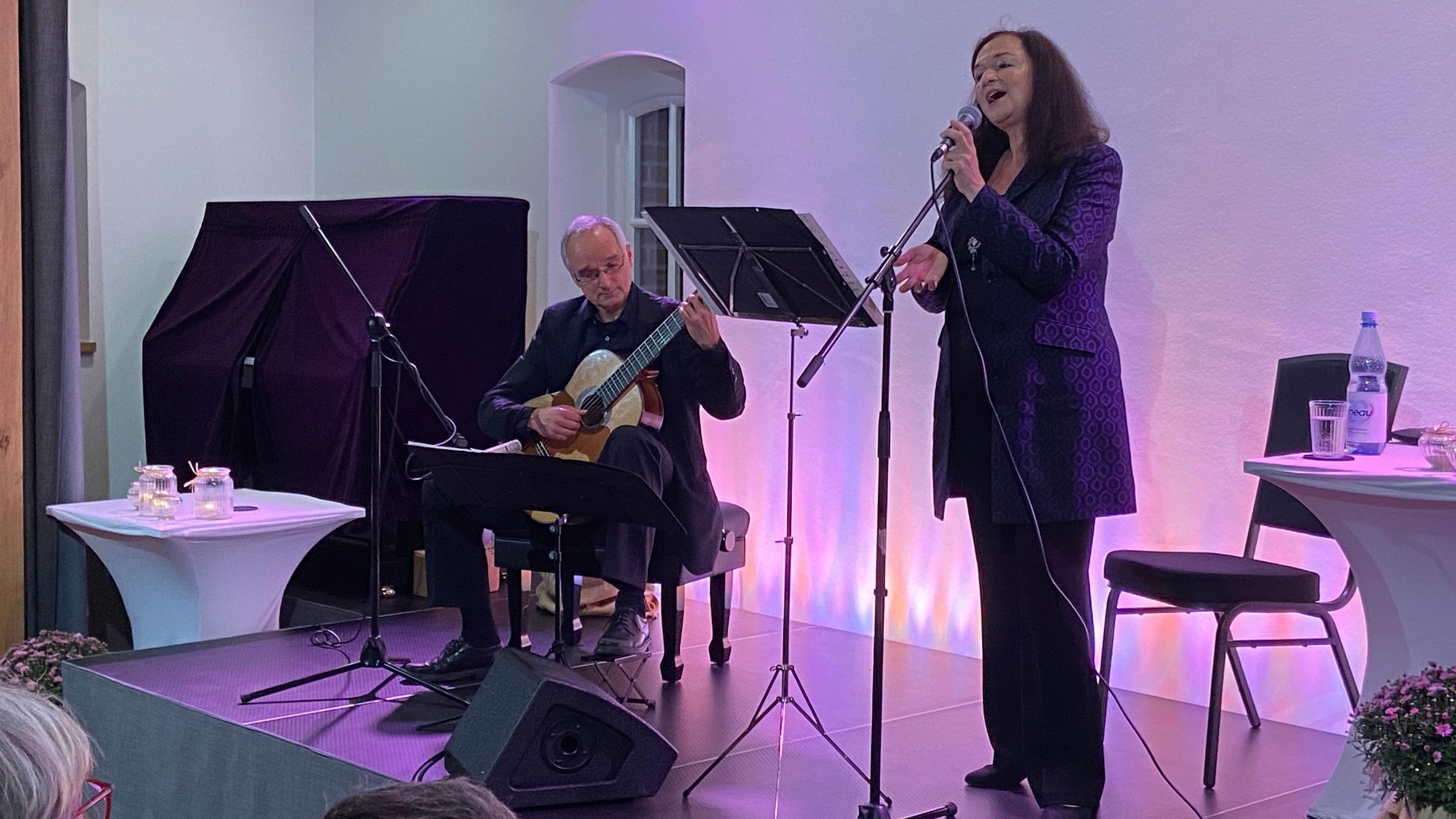 Volle Hingabe: Esther Lorenz und Peter Kurz in der Kulturscheune. Foto: Rammler