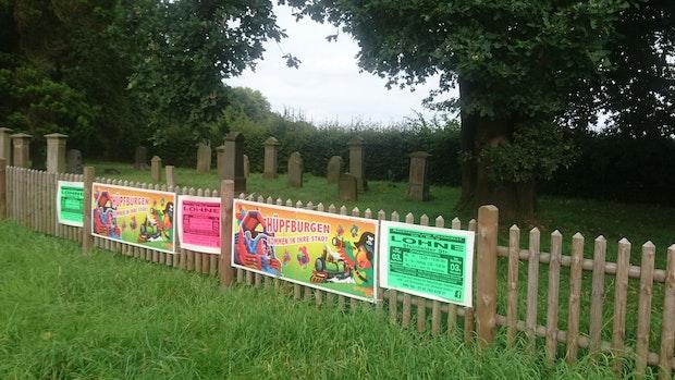 Werbeplakate am jüdischen Friedhof in Vechta sorgen für Empörung