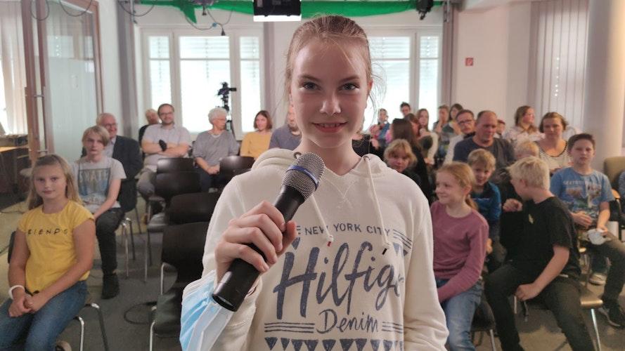 """Moderatorin und Filmemacherin beim Creaclic-Projekt Naturfilmer Dammer Berge"""" Mathilda Lindemann rief dazu auf, die Natur zu entdecken und sie zu schützen"""". Foto: Röttgers"""