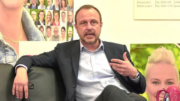 CDU-Sicherheitsexperte Neumann fordert Fußfesseln für Gefährder