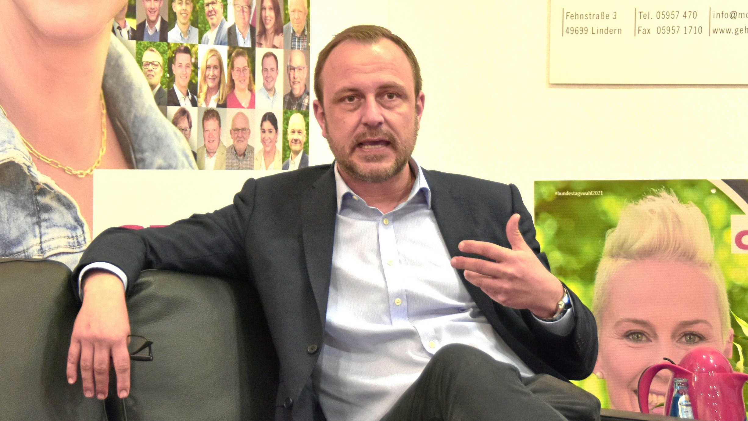 Plädiert für Vernetzung von innerer und äußerer Sicherheit: Professor Dr. Peter E. Neumann als Talkgast im Wahlkampfhaus der CDU in Vechta. Foto: Tzimurtas