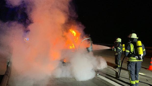 Feuerwehr Emstek rückt zu Fahrzeugbrand auf der A1 aus
