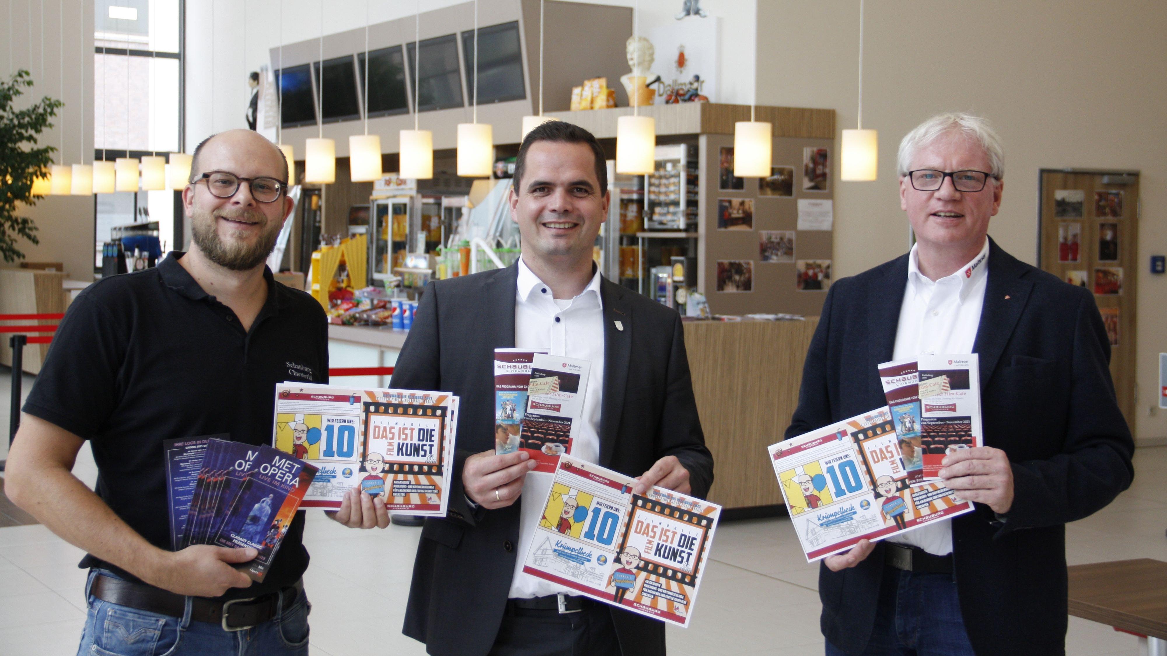 Gunnar Schäfers (von links), Kristian Kater und Martin Bockhorst präsentieren das neue Programm der Schauburg Vechta. Foto: Technow