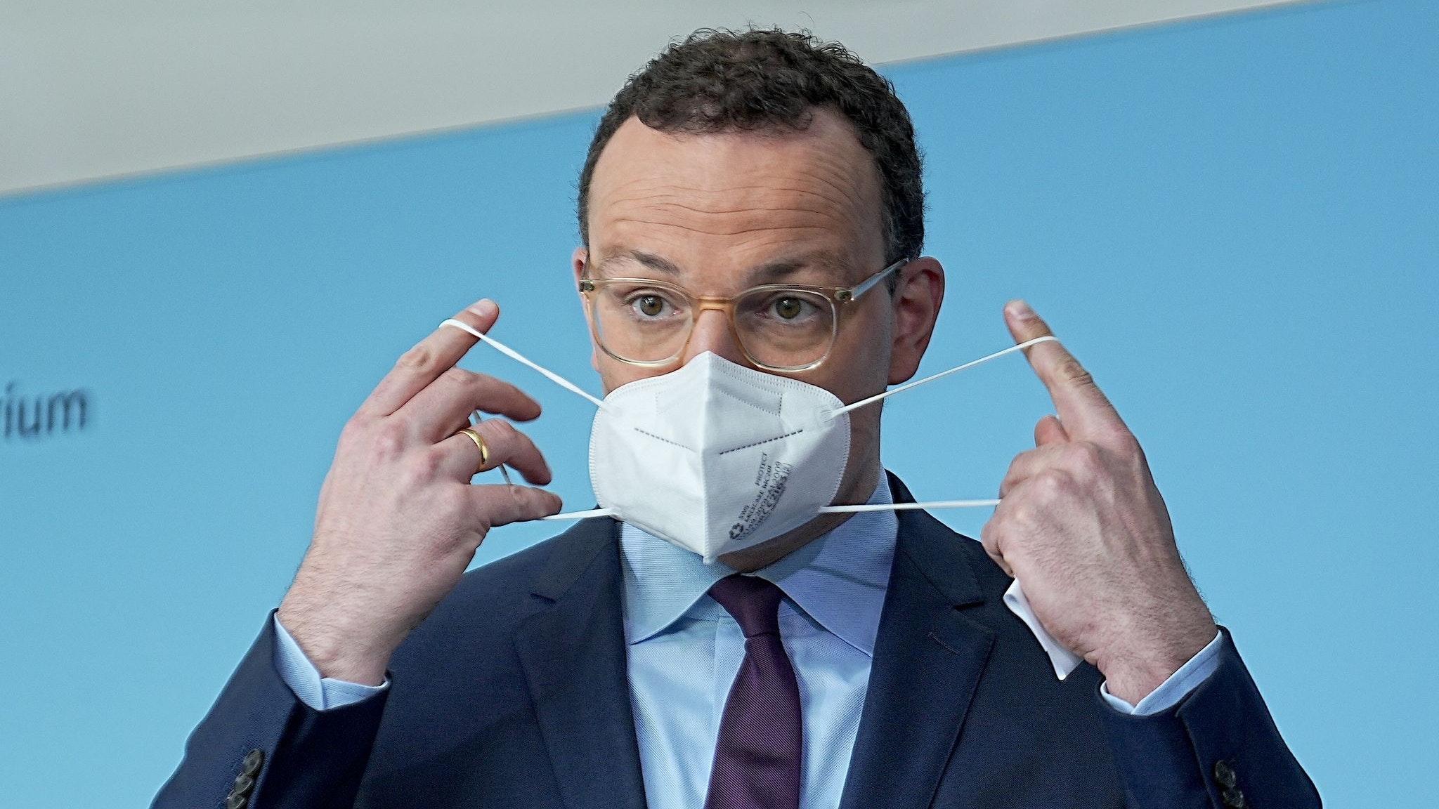 Gesundheitsminister Spahn mahnt zu stärkeren Kontrollen von 3G-Nachweisen an. Foto: dpa/Kappeler