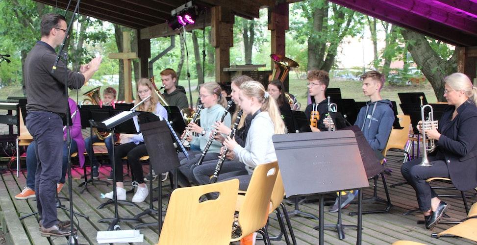 Mit Spaß dabei: Ensembles der Kreismusikschule präsentierten ein kleines Repertoire an eingeübten Stücken. Foto: Högemann