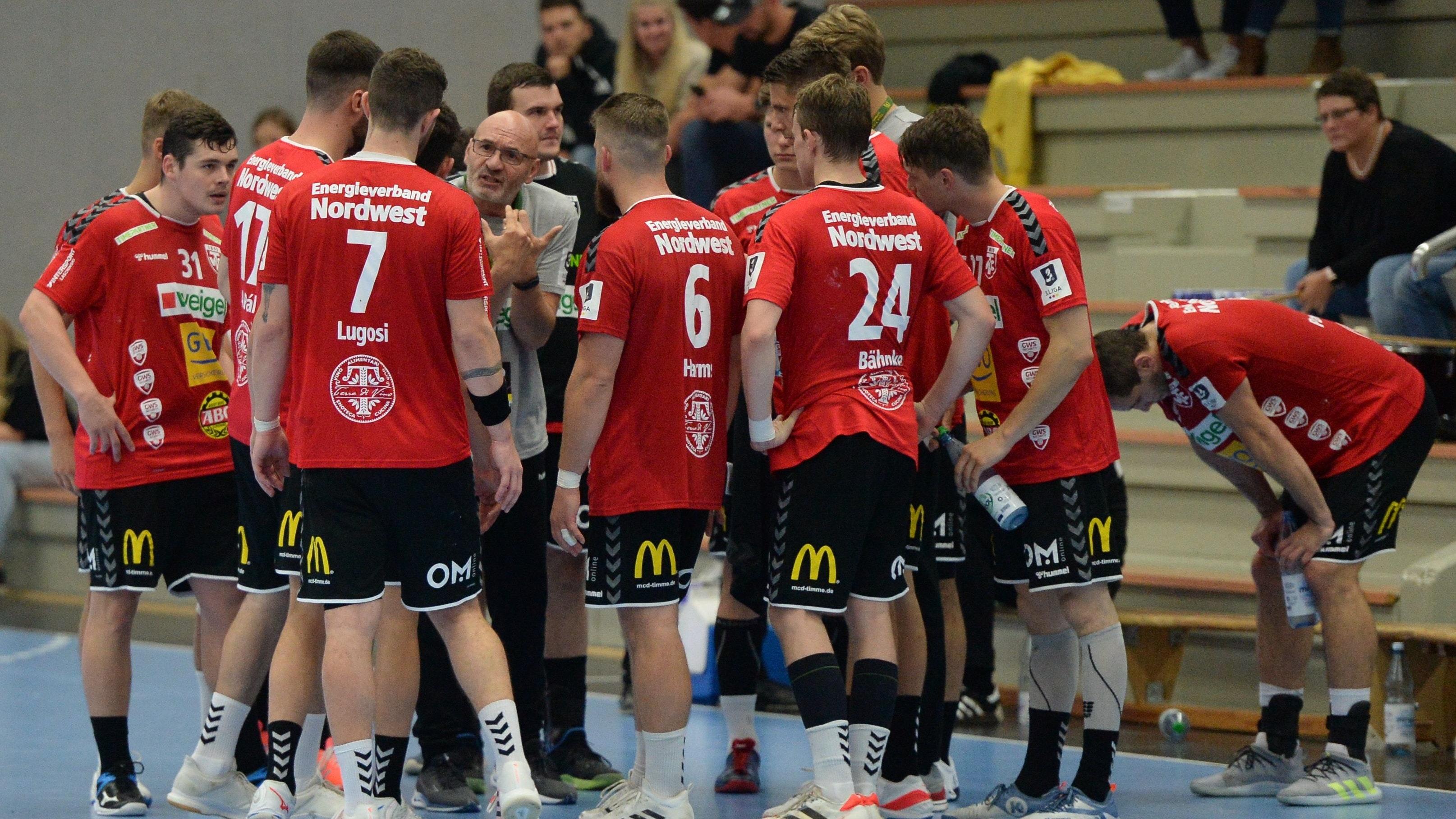 Frust im Cloppenburger Lager: Der TVC kassierte im vierten Saisonspiel der 3. Liga die vierte Niederlage. Die Partie gegen die TSG A-H Bielefeld ging mit 27:30 verloren. Foto: Langosch