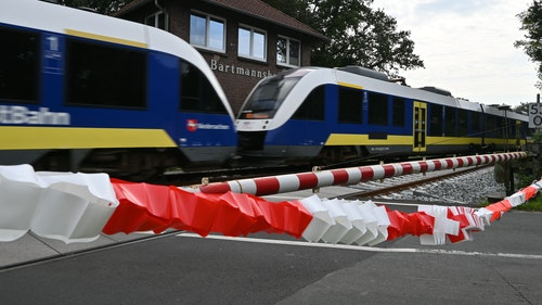 Lokführer verhindert Unfall in letzter Sekunde: Polizei sucht weißen Skoda