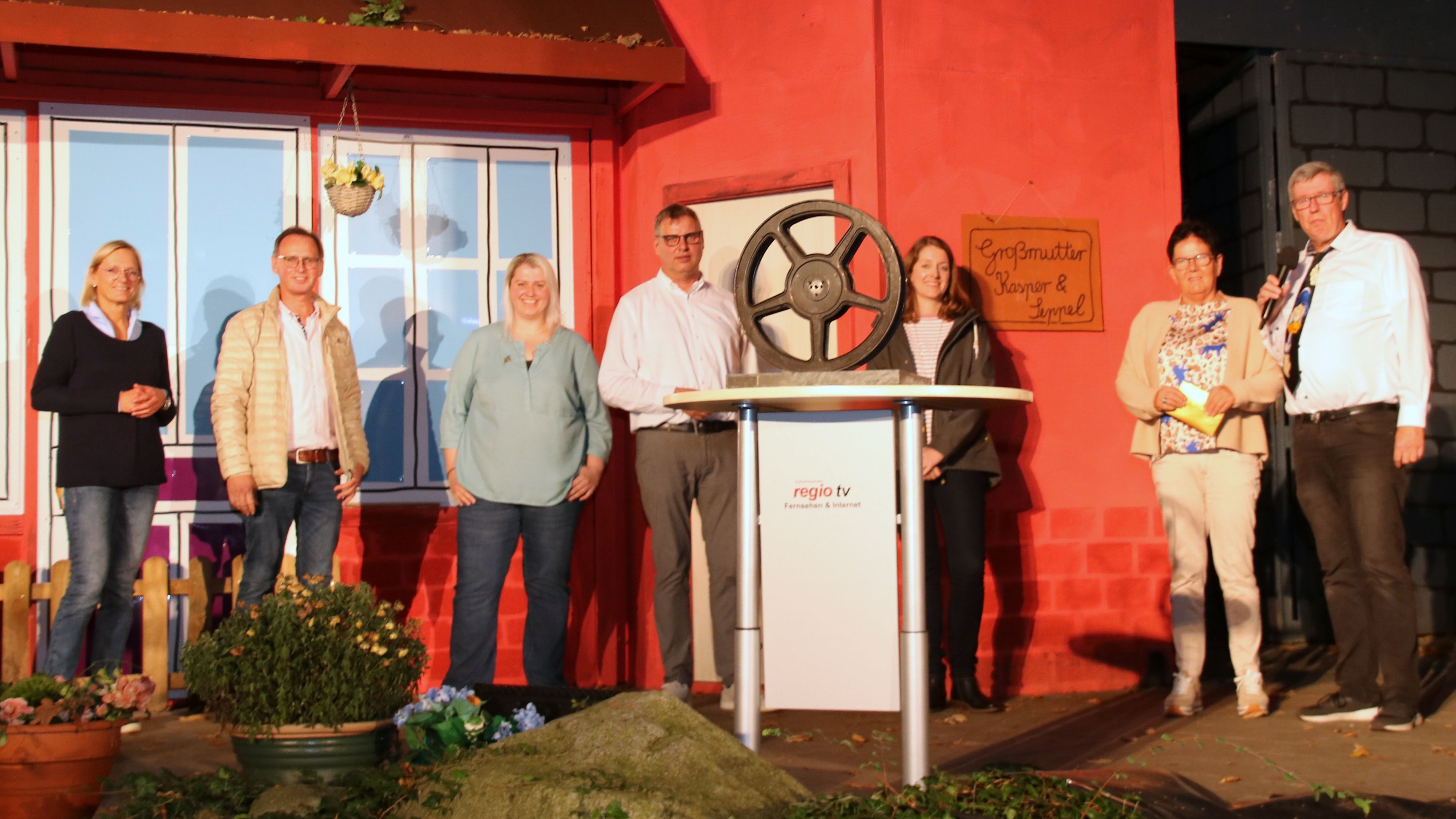 Die Jury und die Veranstalter des 11. Filmfestivals Oldenburger Münsterland: (von links) Birgit Winkel, Martin Nordlohne, Melanie Hättrich, Carl Bünker, Lydia Stuntebeck, Elsbeth Schlärmann und Thomas Sandkötter. Foto: Steinke