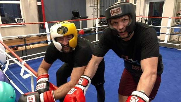 """Big Edi"" boxt in legendärem Kiezclub"