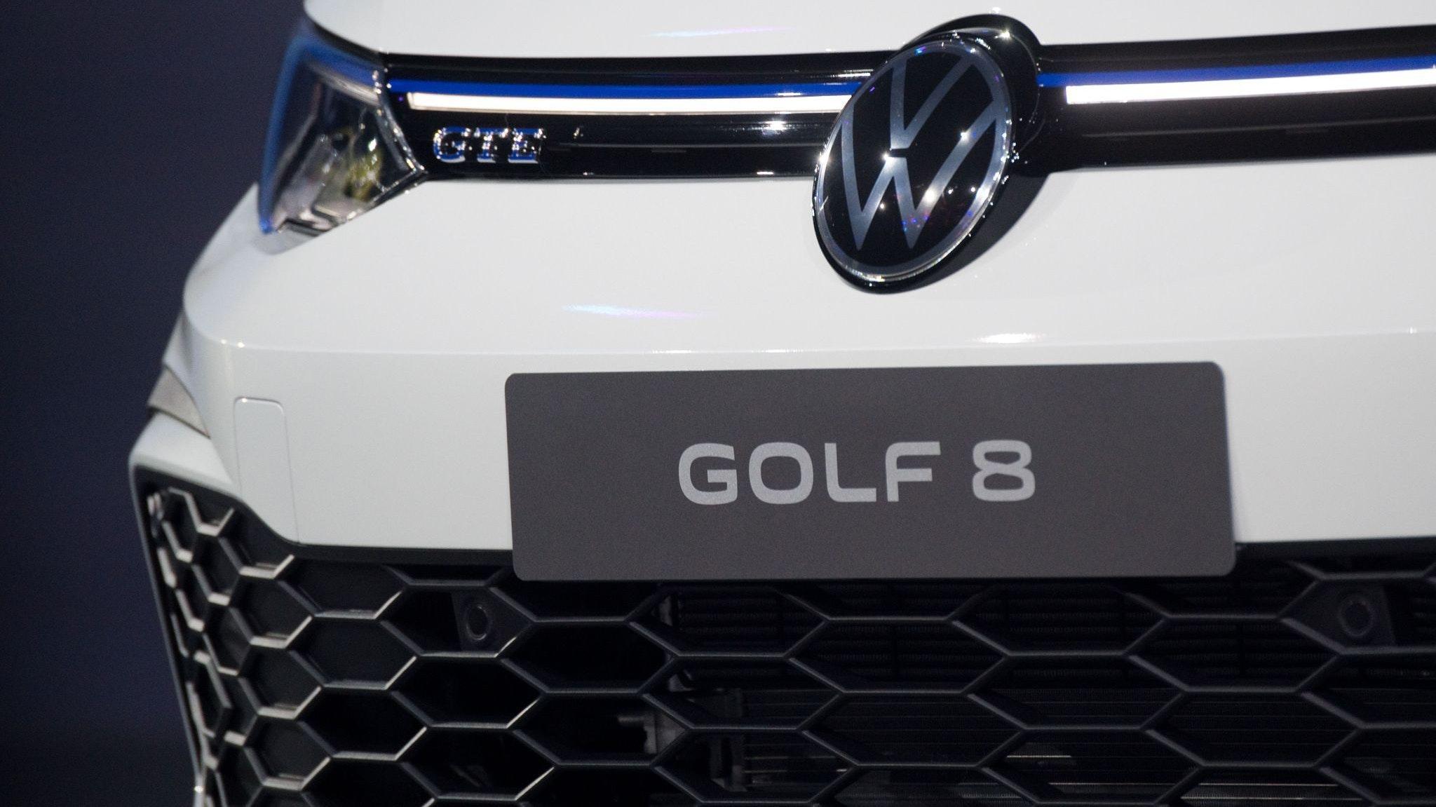 Volkswagen will bei rund 56.000 Exemplaren des Golf 8 Software-Probleme mit einem Update beheben. Foto: dpa/Stratenschulte