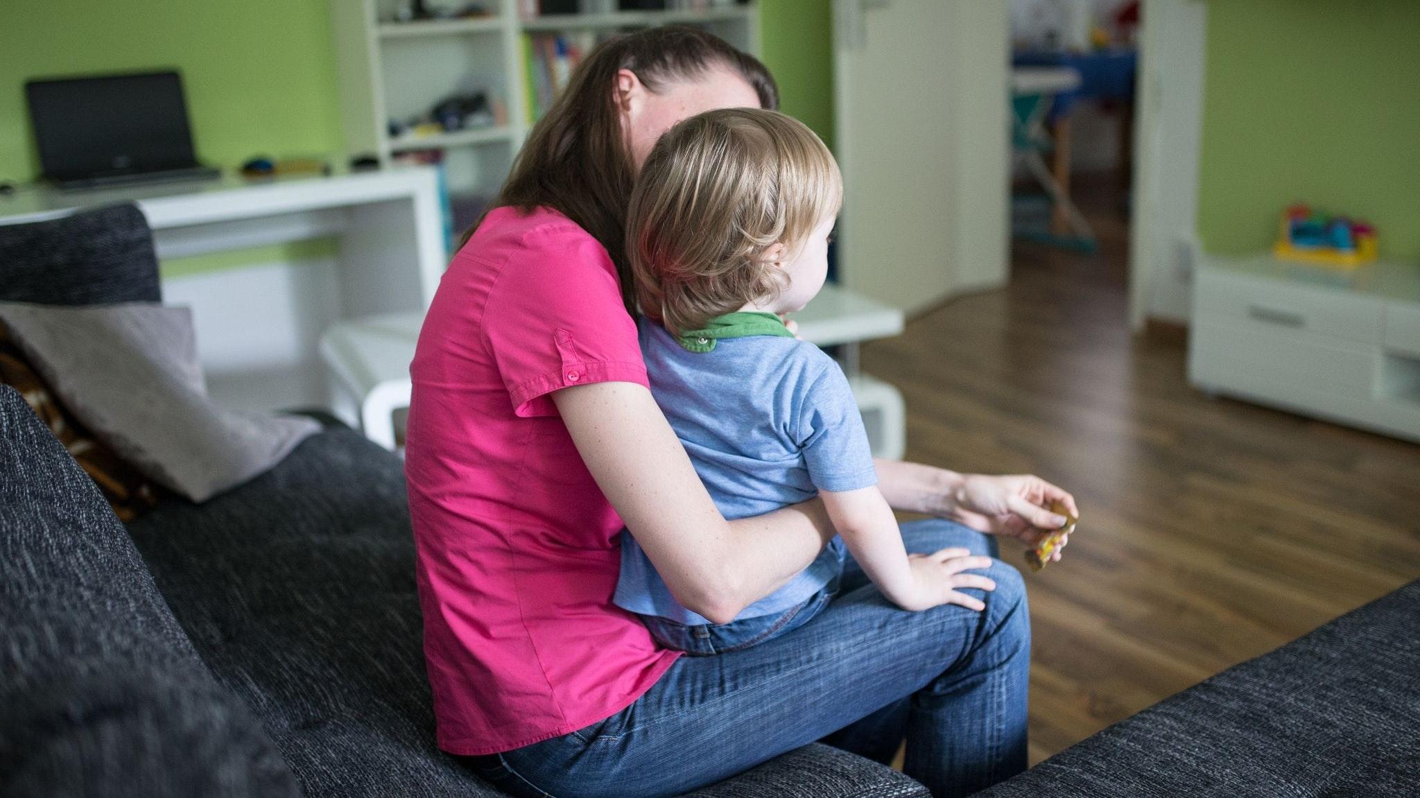 Viele Eltern haben wegen des Schul- und Kita-Lockdowns ein akutes Betreuungsproblem. Zur Entlastung wird die Zahl der Kinderkrankentage in diesem Jahr verdoppelt. Jetzt hat die Regierung reagiert. Foto: dpa/Kusch