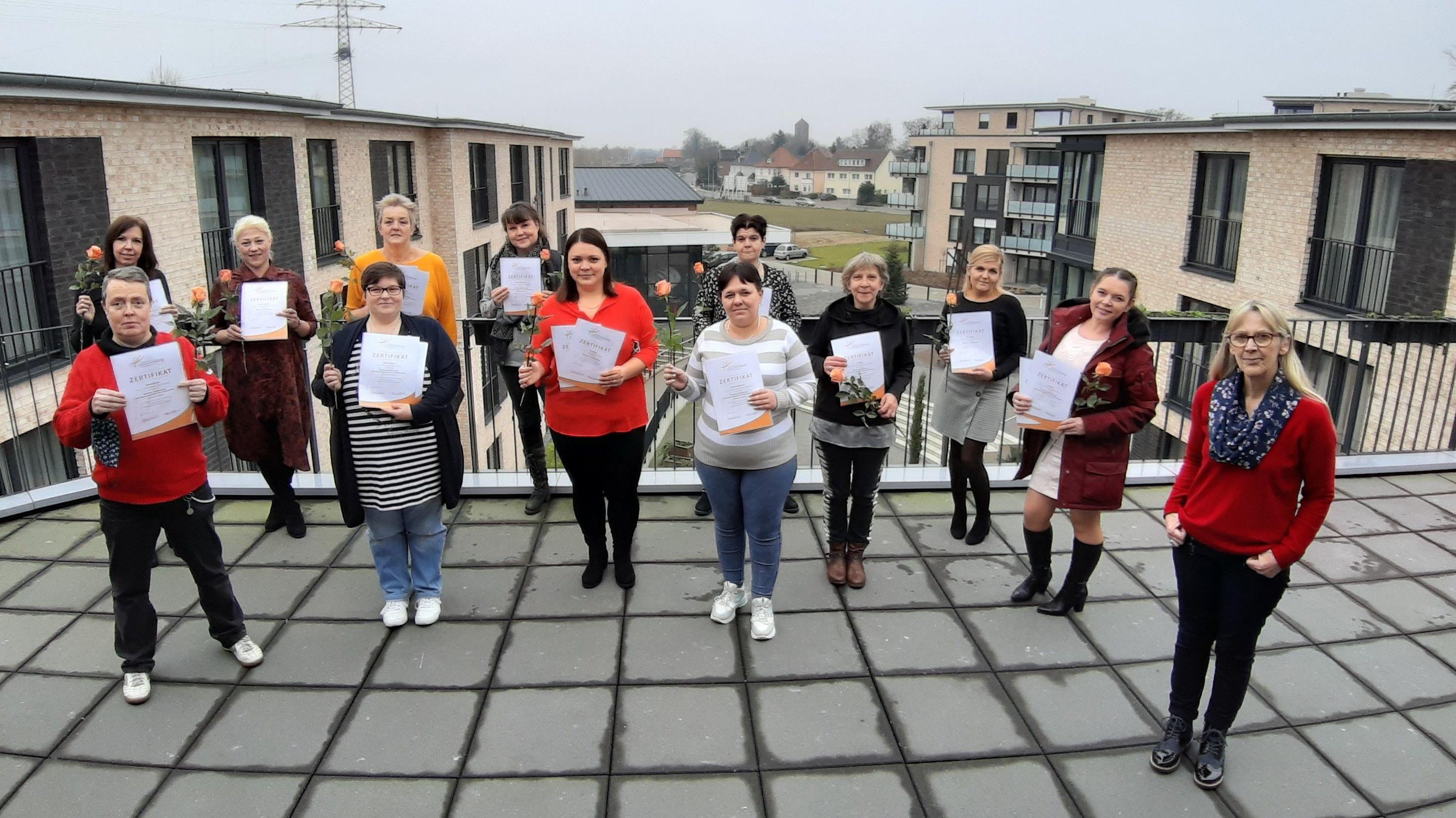 Die Absolventinnen mit Dozentin Reinhilde Bauken-Wittstruck (rechts). Foto: Lisa Wempe