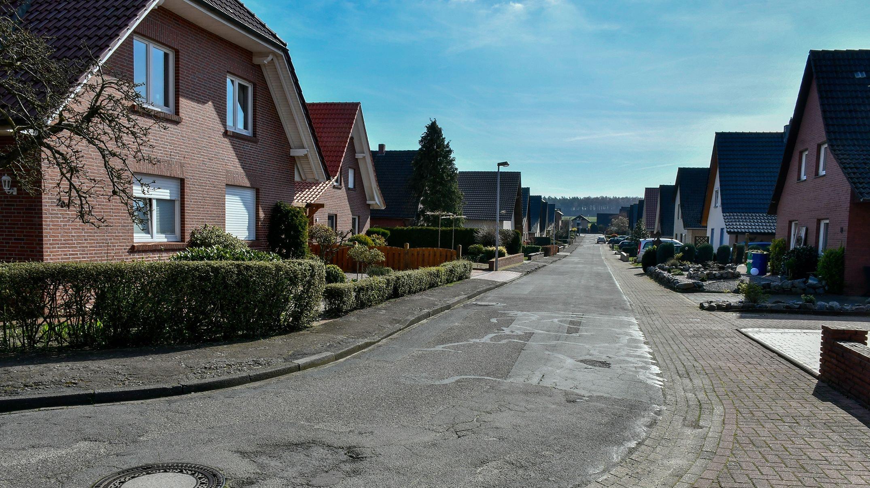 In einem bisweilen katastrophalen Zustand: Die Rosenstraße in Langenberg dürfte bei einer Priorisierungsliste ganz oben landen. Archivfoto: Vollmer