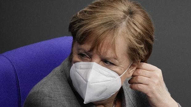 Kommt ein schärferer Lockdown? Merkel zieht Corona-Treff vor