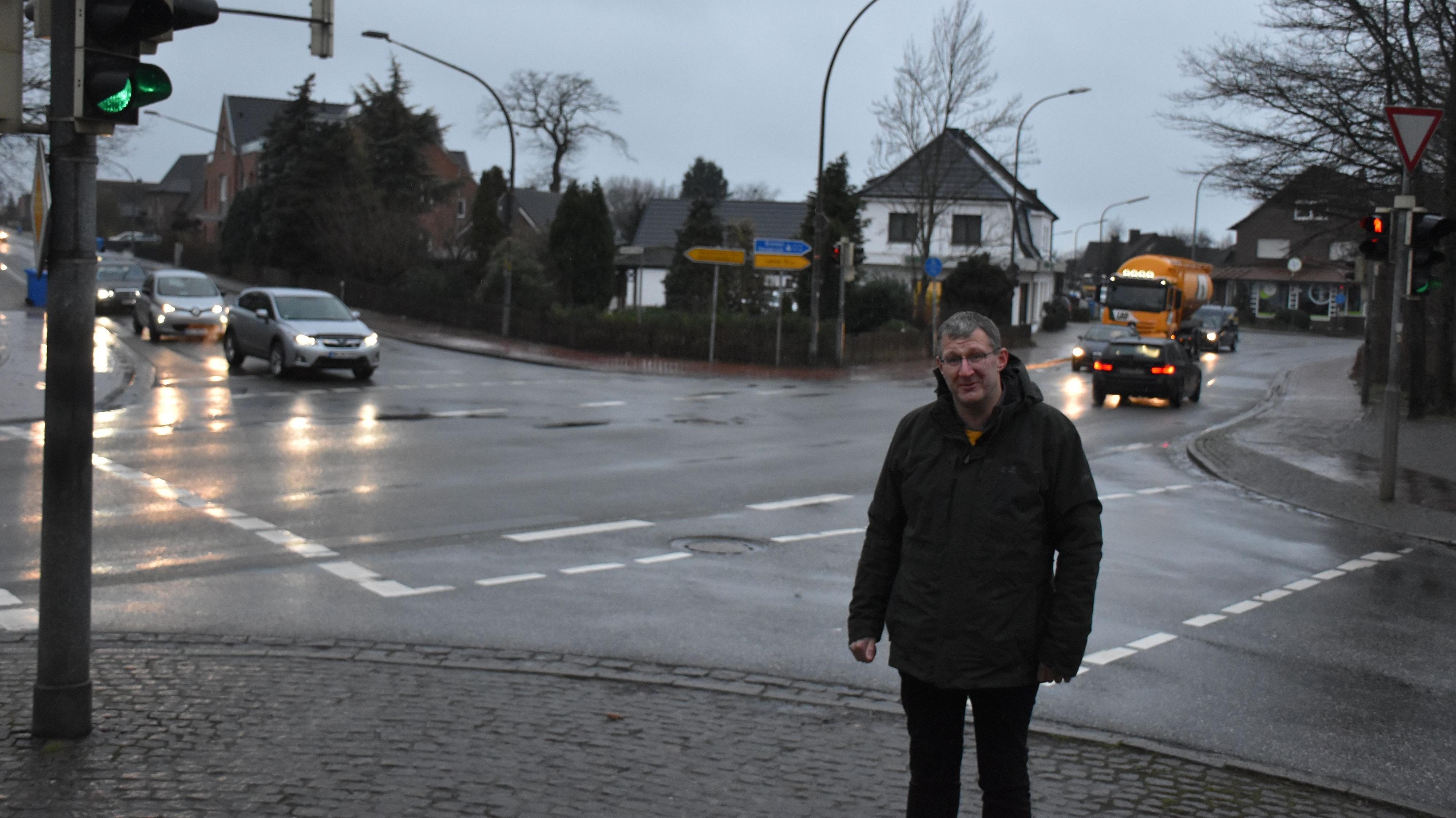 Eine Lösung für die Kreuzung Dicker Stein muss her: Der CDU-Fraktionsvorsitzende Peter Harpenau und seine Parteikollegen wollen politischen Druck aufbauen. Foto: Timphaus