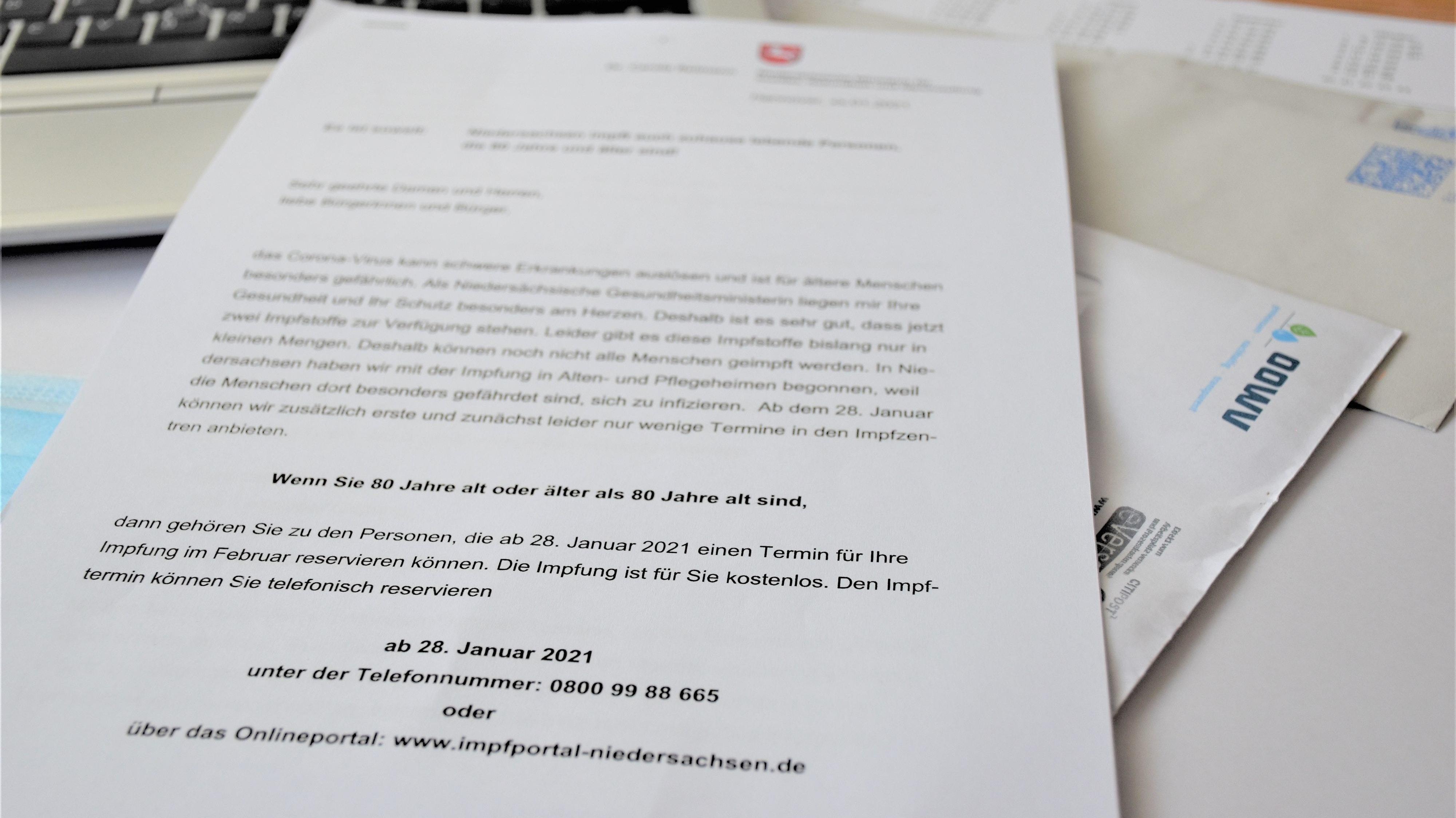 Das Schreiben des Landes Niedersachsen soll über das Prozedere für die Vereinbarung eines Impftermins aufklären. Foto: Kühn